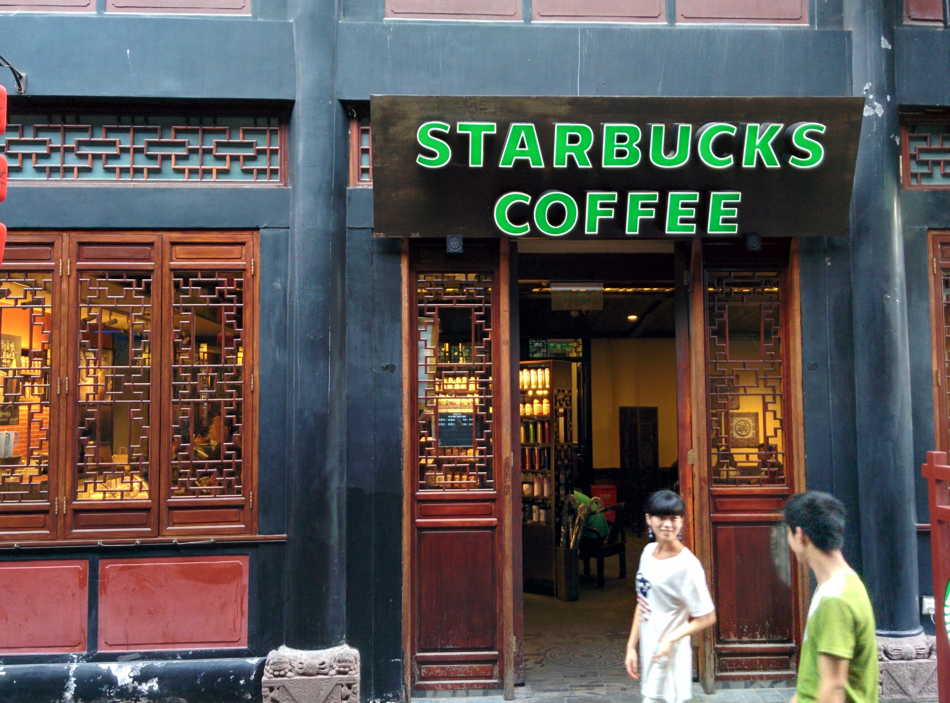 Even the Starbucks Coffee is nicely integrated into its historic building! Inside, you can find a mix of antique and modern furniture, including a very fancy outdoor courtyard.